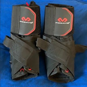 2 McDavid large ankle braces for sports